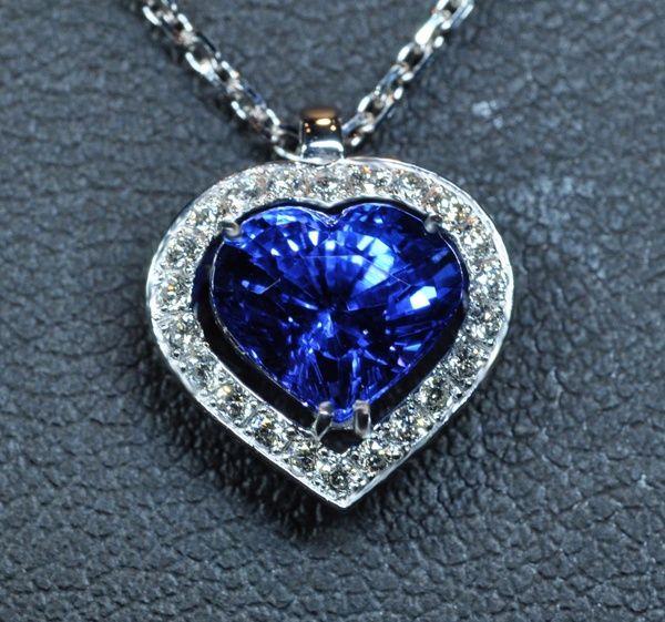 Les bijoux en or : les meilleurs alliés pour souligner saféminité
