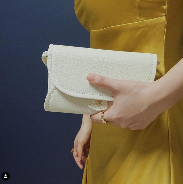 Comment bien porter un sac à main cuir?